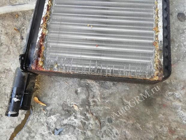 Старый радиатор.