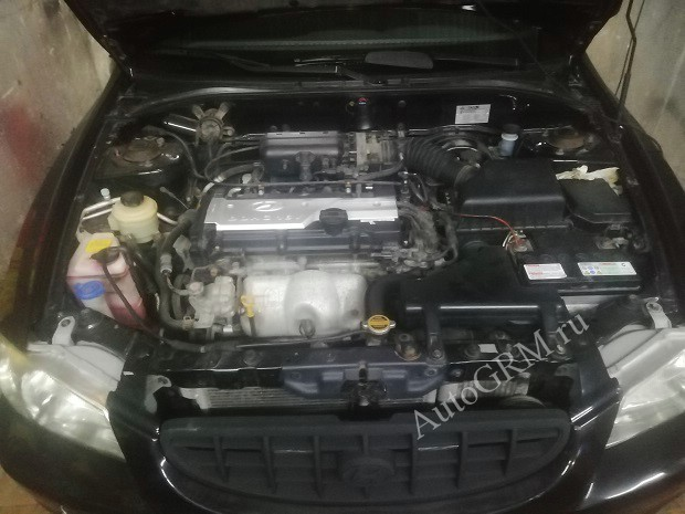Hyundai Accent под капотом.